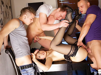 Gangbang porno action for slender Taissia-Shanti